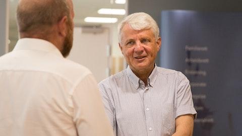 Dagfinn Høybråten i prat med Anders Faanes