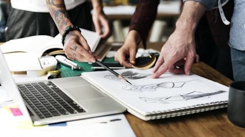 En gruppe mennesker som arbeider med design.
